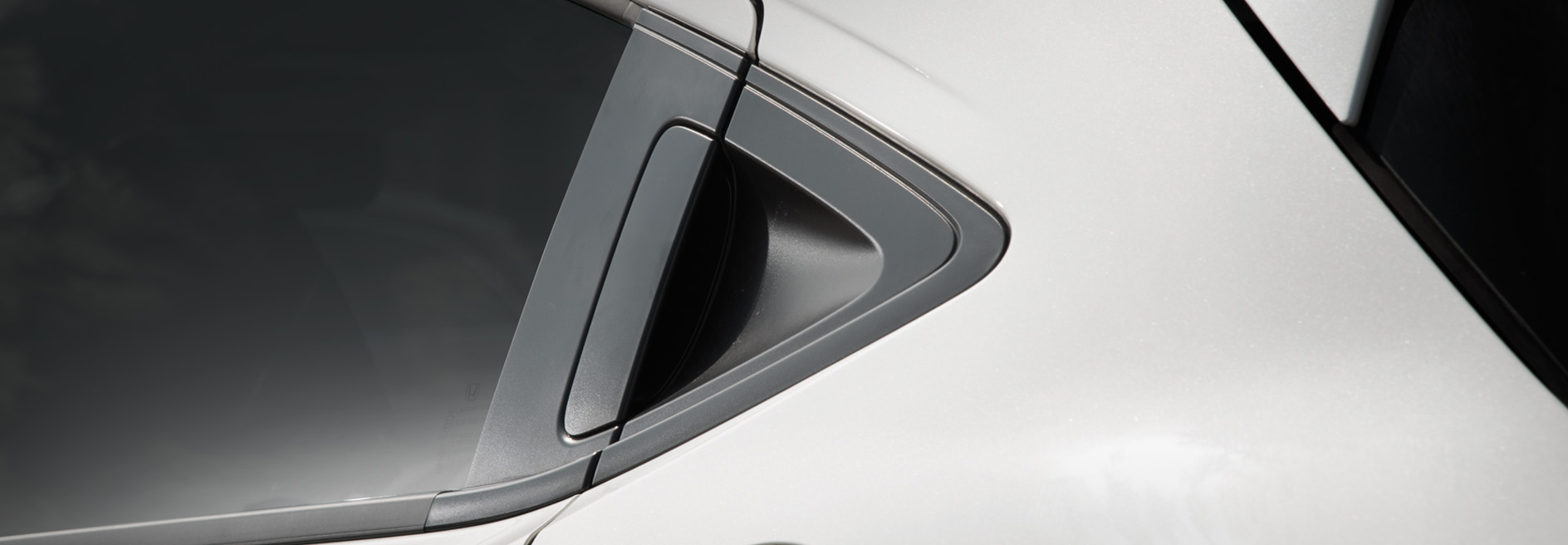 CONCEALED REAR DOOR HANDLE